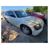 2005 White Dodge Magnum SXT  (K $85 Start)