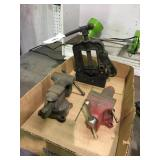 (2) Small Vises & Pipe Vise