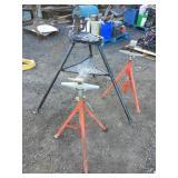 Ridgid 40A TriStand, (2) Ridgid V pipe stand VJ-99