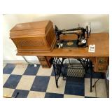 Very Nice Singer Treadle Sewing Machine in Cabinet