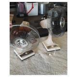 2 oscillating fans both work