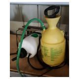 2 pump up sprayers