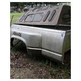 Chevy pu bed and camper shell