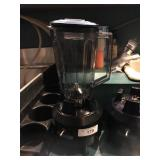 COMMERCIAL BLENDER, HAMILTON BEACH. COMES WITH 2