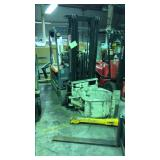 Toyota 5FEB20 electric fork lift with clamp