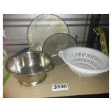 4 Piece Lot of Colanders