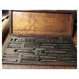 Wooden Case w/Tap & Dye Set