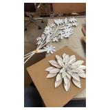 2 Metal flower decor