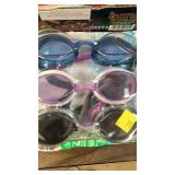 A package of 3 goggles