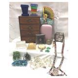 Vintage pretties including jewelry box, bobby