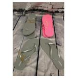 3 pairs of old navy flip flops size 10