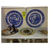 6 Decorator Plates, 2 pcs are Blue Willow