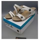 Shoes - Aetrex White Sandal Size 8