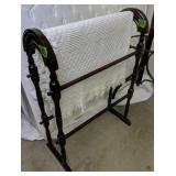 Quilt Rack With Throw Blanket