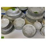 Noritake Arlene 5802 Dish Set