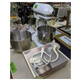 Kitchenaid Mixer Model K5-a Extra Bowl, Pouring