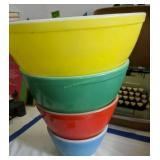 Nesting Pyrex Mixing Bowls