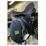 Wintec 43cm 17 Inch Leather Horse Saddle