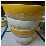 Set Of Four Pyrex Cinderella Nesting Mixing Bowls