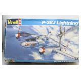 Revell 1:32 Model  P-38J Lightning Fighter Bomber