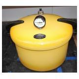 Presto Pressure Cooker w/ seal & safety valve