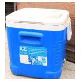 Igloo Ice Cube Cooler Holds 75 Cans