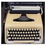 Remington Sperry Rand Ten-Forty Typewriter in Case