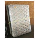 Full mattress/boxspring set