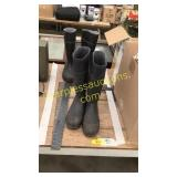 Two pairs size 10 rubber boots, two square rulers