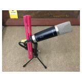 M-AUDIO Microphone W/Table Stand