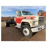 FORD F800 TRUCK TRACTOR