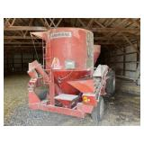 822 Farm Hand Grinder Mixer with Scales