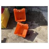 5 Gate Hanging Feed Buckets