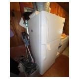 Frigidaire Refrigerator/Freezer w/Ice Maker