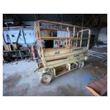 JLG Commander Scissor lift, model 2033 works