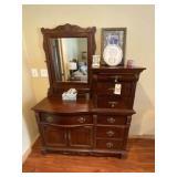 Dresser w/mirror-7 drawer