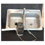 Sink / Garbage Disposal