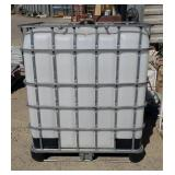 Poly Tote 300 gallon. With lid.