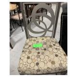 1 Par Stool, Gray Metal w/Tan Pattern Cushion