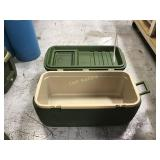 Igloo cooler with no top latches