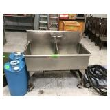 Two compartment sink with portable water tanks
