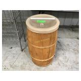 Bulk barrel bin with tongs