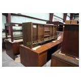 Lot:  Office desk and credenza
