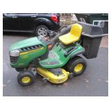 John Deere D140 Lawn Mower With Bagging System