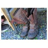 PAIR OF 8 1/2 KENTREK WINTER BOOTS WITH RIDING BOO