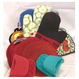 Oven gloves and heat pads