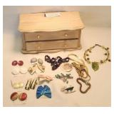 Wooden musical jewelry Box with jewelry (works)