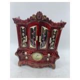 Lidded jewelry box with clock            (700)
