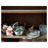 Shelf lot with Santa ceramic banks, decorative pla