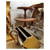 Lot with solid wood round coffee table with storag